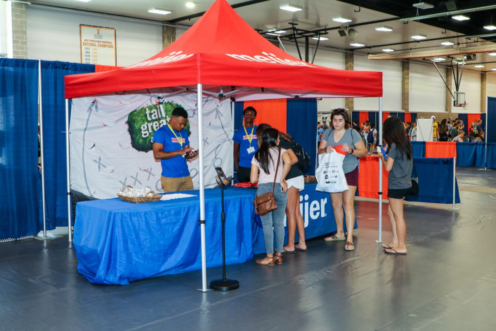 Students talking to the Meijer booth at the 2017 Illini Frenzy.